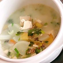 孕妇餐-鲫鱼萝卜杏鲍菇豆腐汤