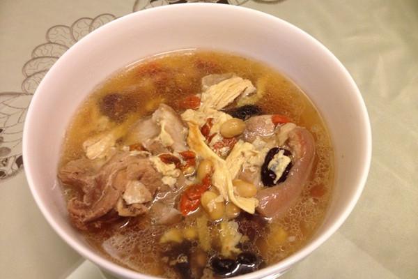 八味蹄膀汤的做法