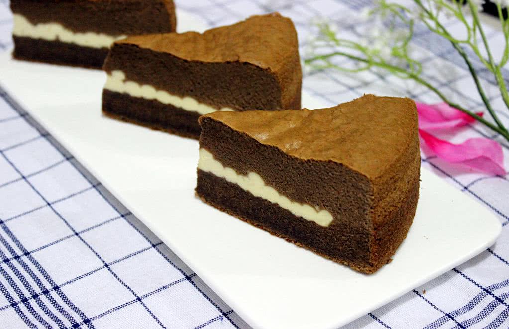 淀粉24g 牛奶62g 黑巧克力60g 黄油93g 苏打粉1g 乳酪馅150 巧克力