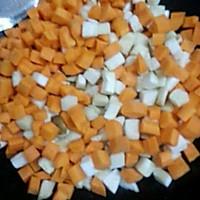 家常小炒素三样~胡萝卜、杏鲍菇、青椒的做法图解3