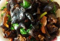 芹菜叶炒木耳的做法