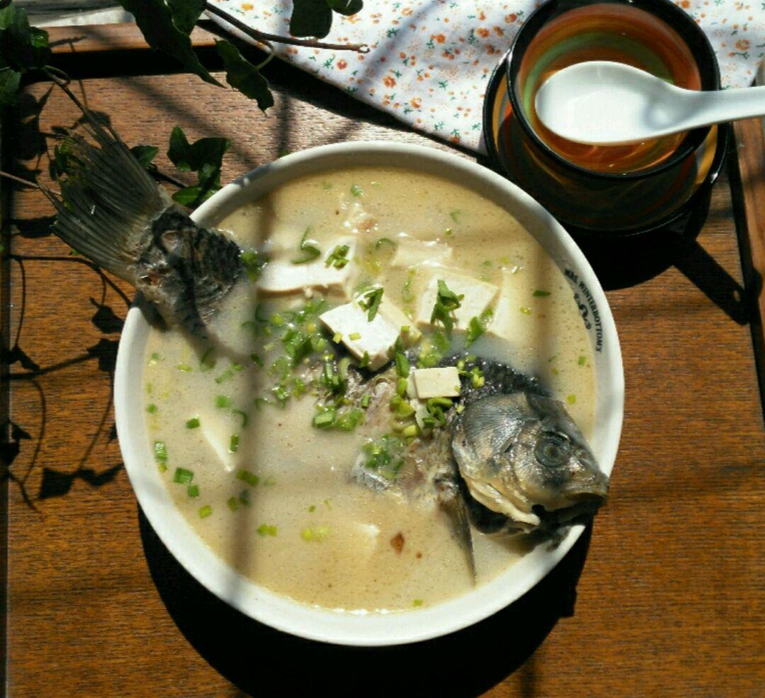 豆腐炖鱼汤的做法