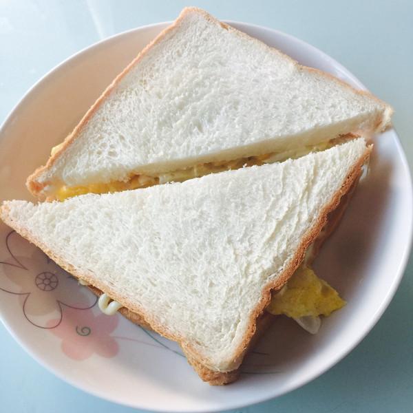 鸡蛋玉米三明治的做法