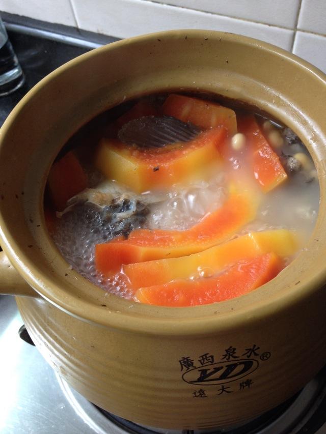 木瓜鲫鱼汤的做法图解1