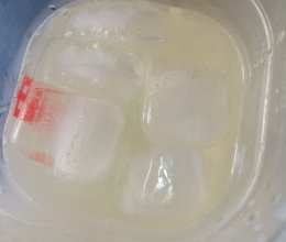冰凉柠檬苏打水的做法