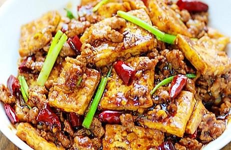 豆腐版饭扫光:香辣酱汁肉末烩豆腐的做法