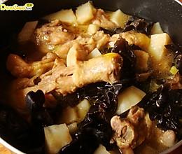 土豆木耳炖鸡块的做法