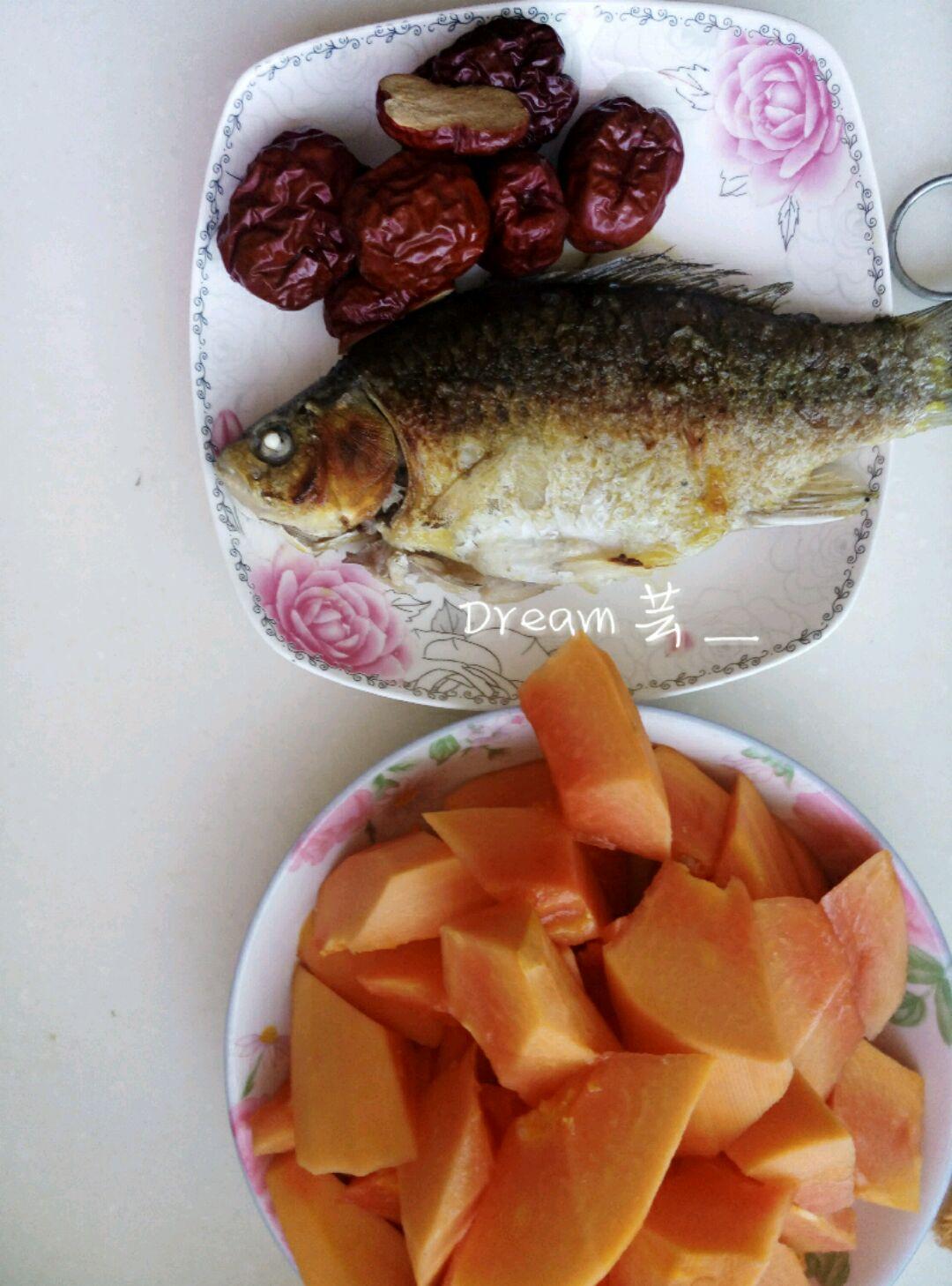 木瓜炖鲫鱼的做法图解2