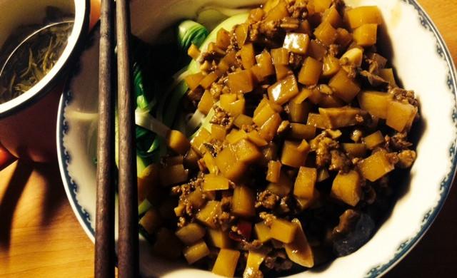 香菇土豆炸酱面