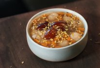 【小森妈妈菜谱】美容红枣桂圆枸杞酒酿汤的做法