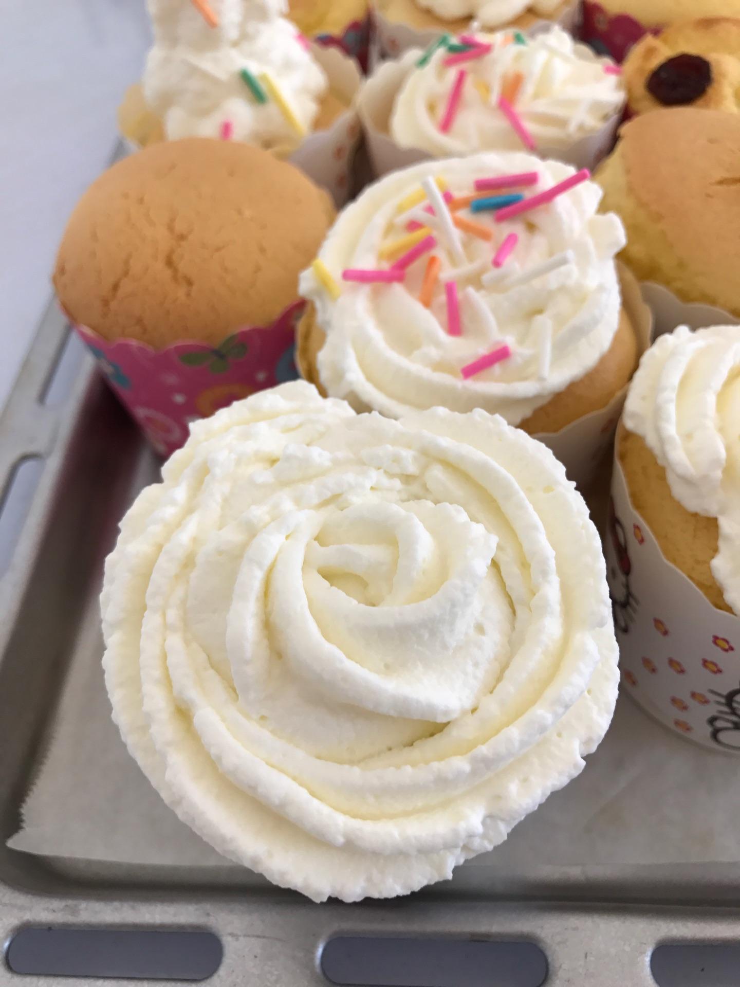 奶油纸杯蛋糕的做法_【图解】奶油纸杯蛋糕怎么做如何