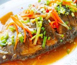 教你巧做香辣可口的红烧鲫鱼,煎鱼不粘锅不破皮还不腥的做法