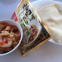 【大喜大牛肉粉试用之二】----辣白菜烧豆皮的做法图解1