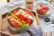 健身食谱|石榴藜麦三文鱼色拉,高蛋白轻食餐#硬核菜谱制作人#的做法