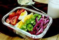 【果蔬鸡蛋沙拉&香蕉奶昔】#博世红钻家厨#的做法