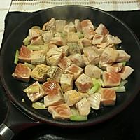 煎炒三文鱼的做法图解5