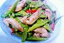 青辣椒炒鸡翅尖的做法