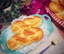 #换着花样吃早餐#麻花椰蓉包的做法