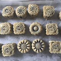 广式豆沙蛋黄月饼50g的做法图解8