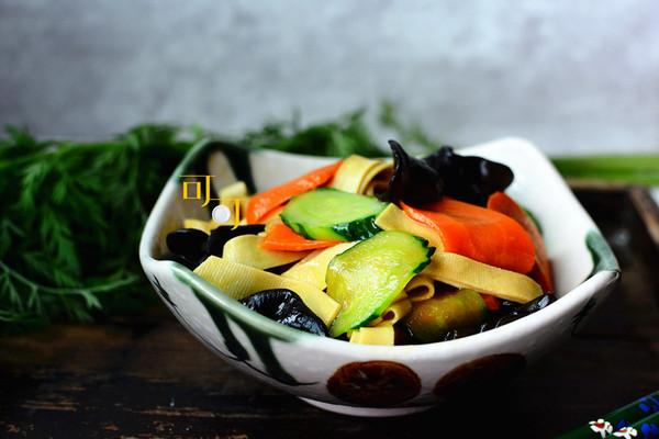 千张木耳炒青瓜:夏日清淡瘦身素菜的做法