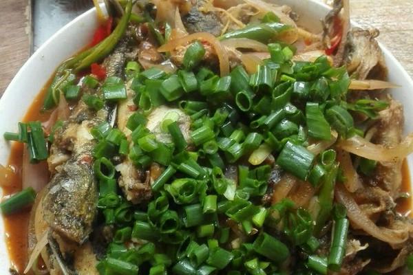 红烧麻辣黄骨鱼的做法