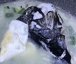 牛奶鱼头汤的做法