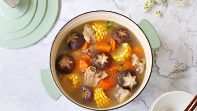 香菇玉米排骨汤的做法
