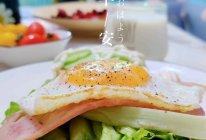 #我们约饭吧#快手早餐鸡蛋培根三明治的做法