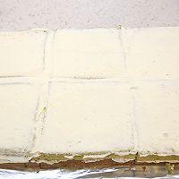 大号方形庆典蛋糕淡奶油抹面裱花的做法图解3