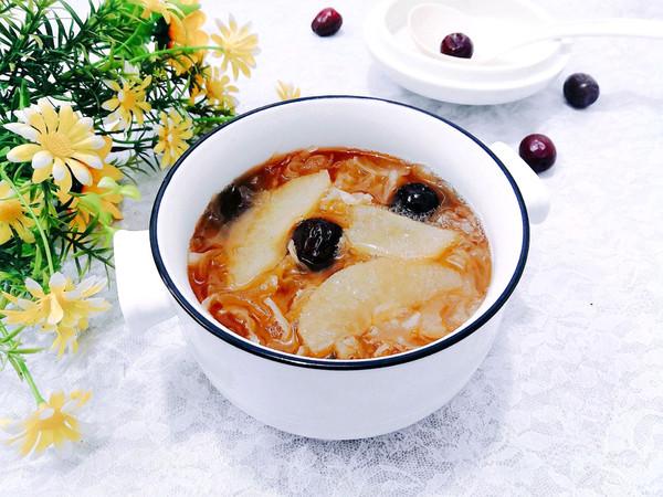 雪梨银耳红枣汤的做法