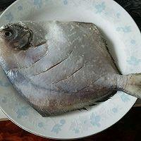 干煎鲳鳊鱼的做法图解1