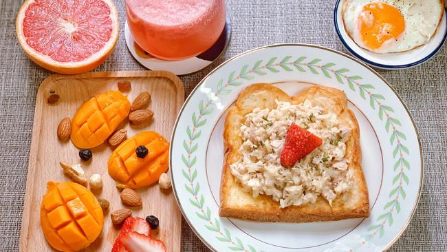 洋葱金枪鱼吐司#换着花样吃早餐#的做法