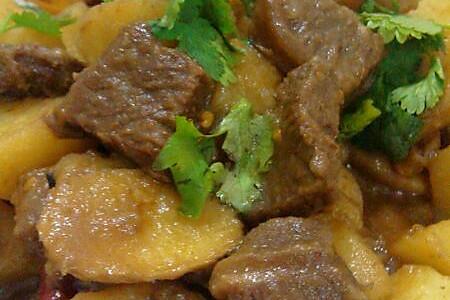妈妈菜——土豆烧牛腩 #蚊子家的私房美食#的做法