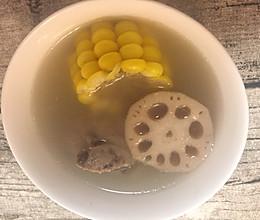 玉米莲藕煲猪骨汤的做法