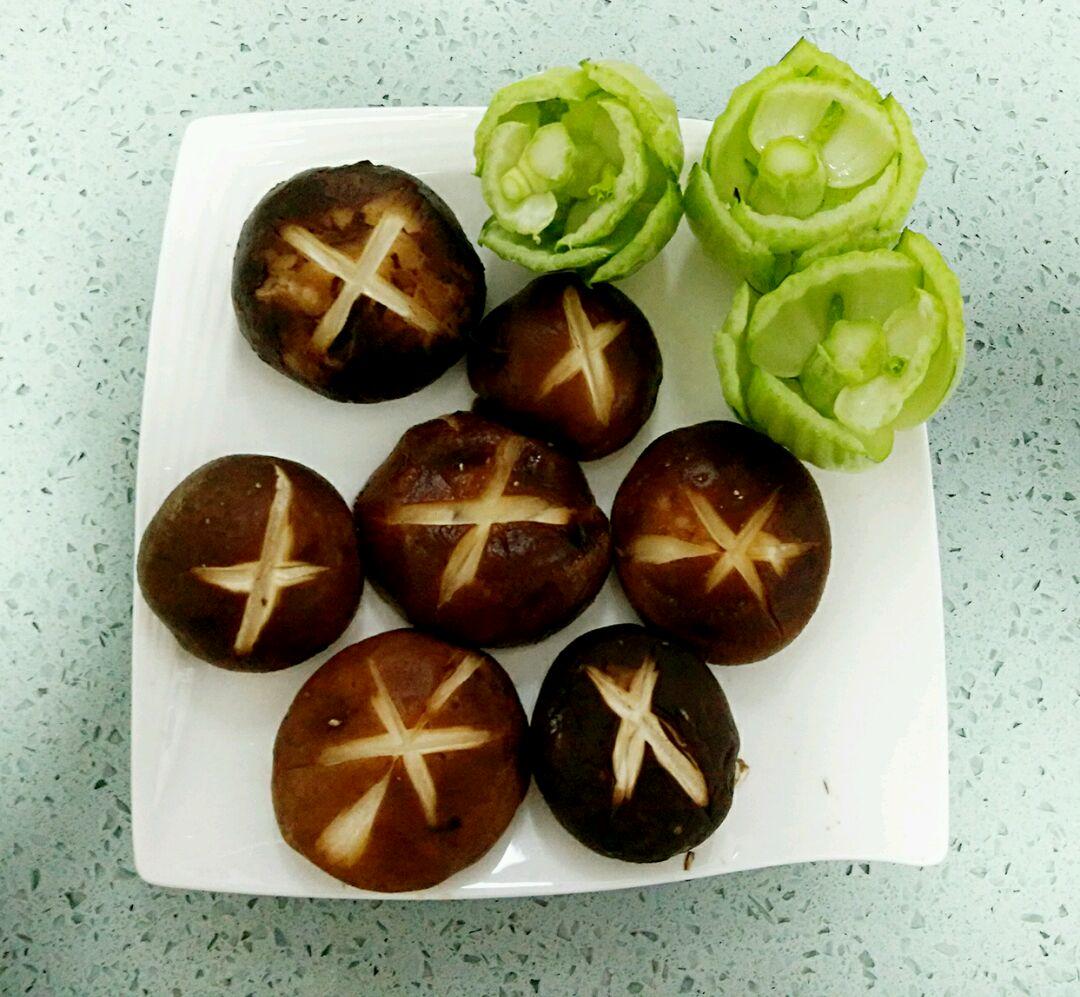 快手菜#黑胡椒耗油香菇(美美哒)的做法图解3