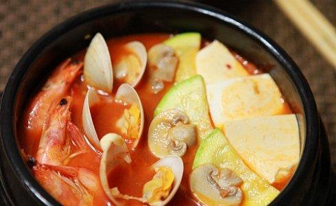 韩式泡菜海鲜锅的做法