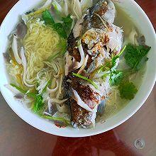 鲫鱼平菇汤面