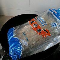 酸菜猪肉炖粉条的做法图解3