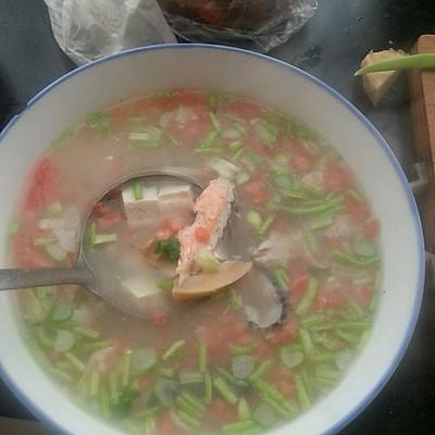三文鱼骨竹笋豆腐汤的做法 步骤6