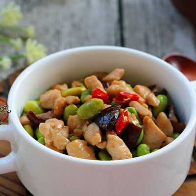 冬菇毛豆炒鸡丁
