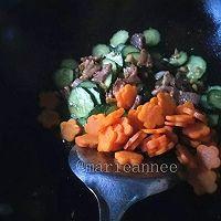 黄瓜胡萝卜炒肉片的做法图解7