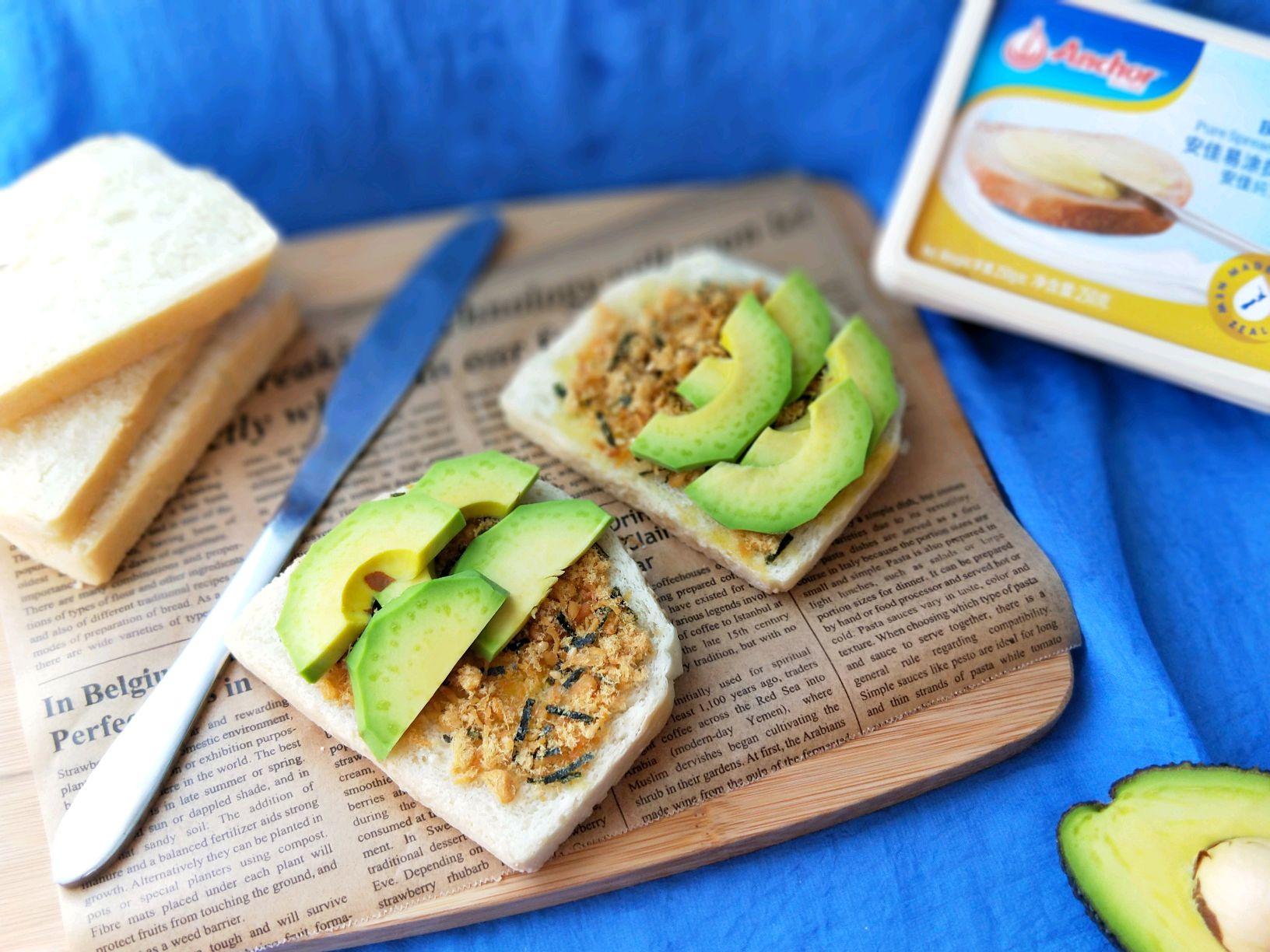 开放式肉松豆腐牛油果三明治#安佳黑科技易涂石蘑黄油图片