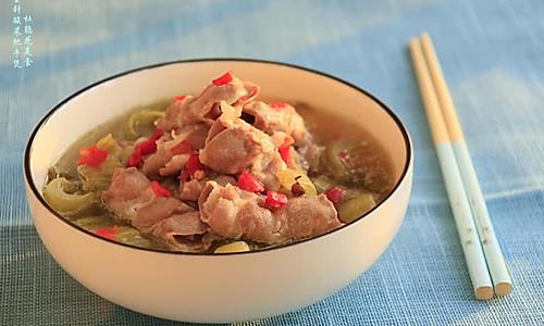 金针酸菜肥牛煲—冬季暖身的做法