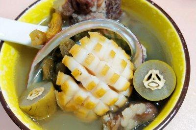 适合秋季口干舌燥喉咙不舒服的橄榄鲍鱼排骨汤