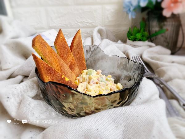 #肉食者联盟#鸡蛋火腿沙拉佐南瓜面包的做法