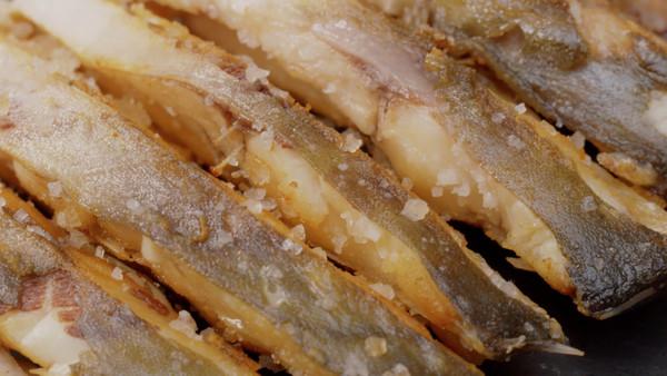 鲳鱼海鲜:北海大厨教你吃小炒的盐花_菜谱_豆肥牛做法是全熟吗图片