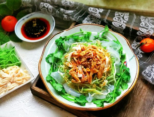 #爽口凉菜,开胃一夏!#凉拌鸡丝粉皮的做法