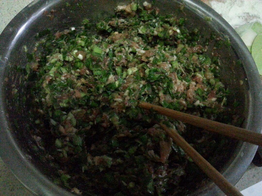 饺子搅拌倒少许韭菜轻轻防止切碎包香油时出汤.如何使米饭增香图片
