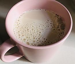 焦糖奶茶-只要简单的放三样东西的做法