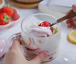 草莓酸奶千层杯【宝宝辅食】的做法